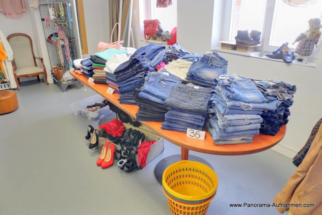 wholesale dealer 25eb3 eef6a Gebrauchte Damenbekleidung & Damenschuhe | Modum Second Hand ...